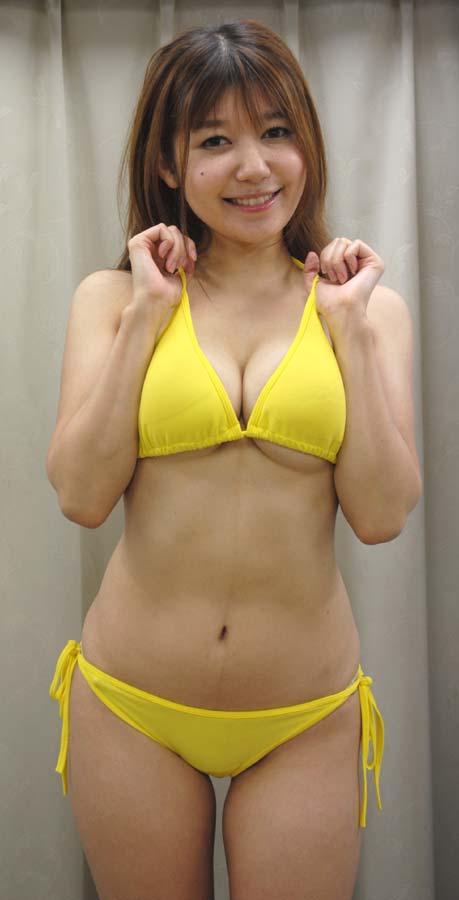 小田ゆかりさんのビキニ